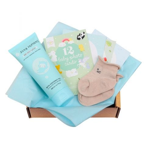 Baby Giftbox mit Tiny Humans Baby Babywaschlotion, 12 doppelseitige Baby Photo Cards, Babysöckchen (0-3 Monate)